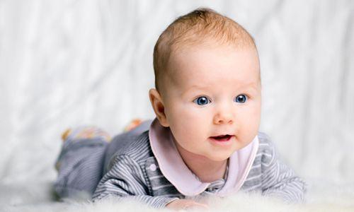 Чому з`являються і як лікувати прищики у дитини на обличчі