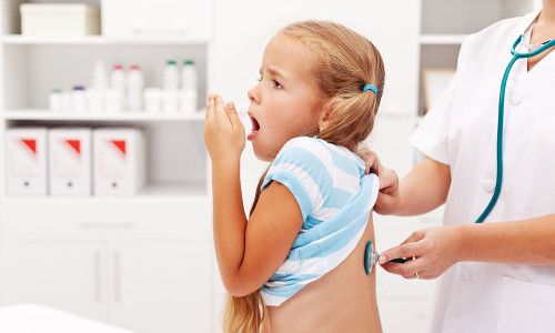 Про що свідчить вологий кашель у дитини без температури?