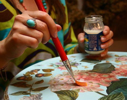 Як декорувати журнальний стіл своїми руками?